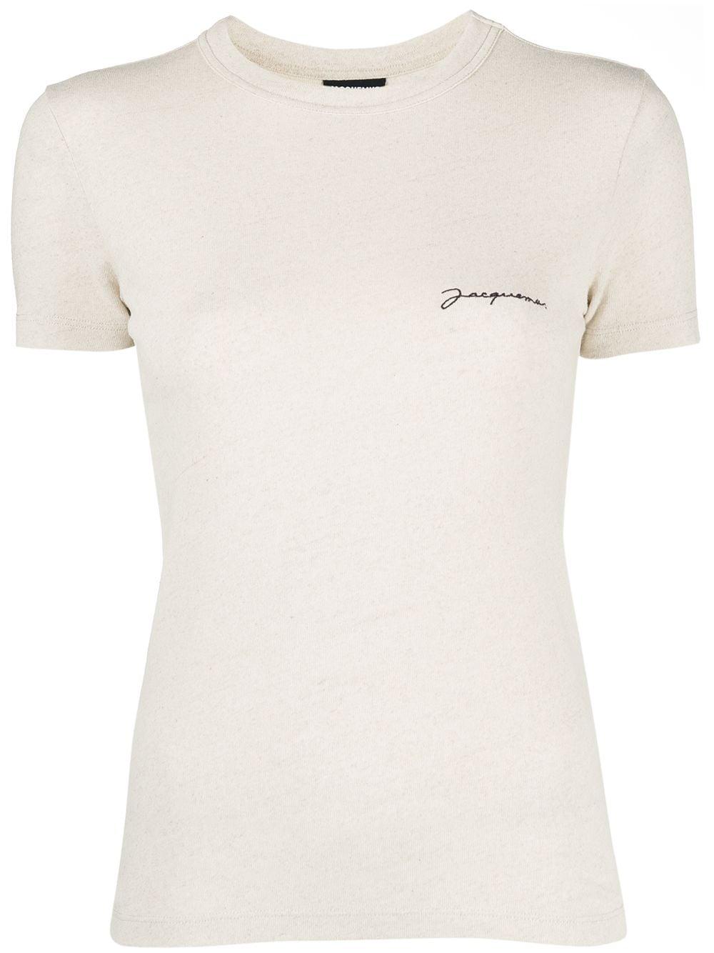 <p class='small-title'>JACQUEMUS</p>Le T-shirt