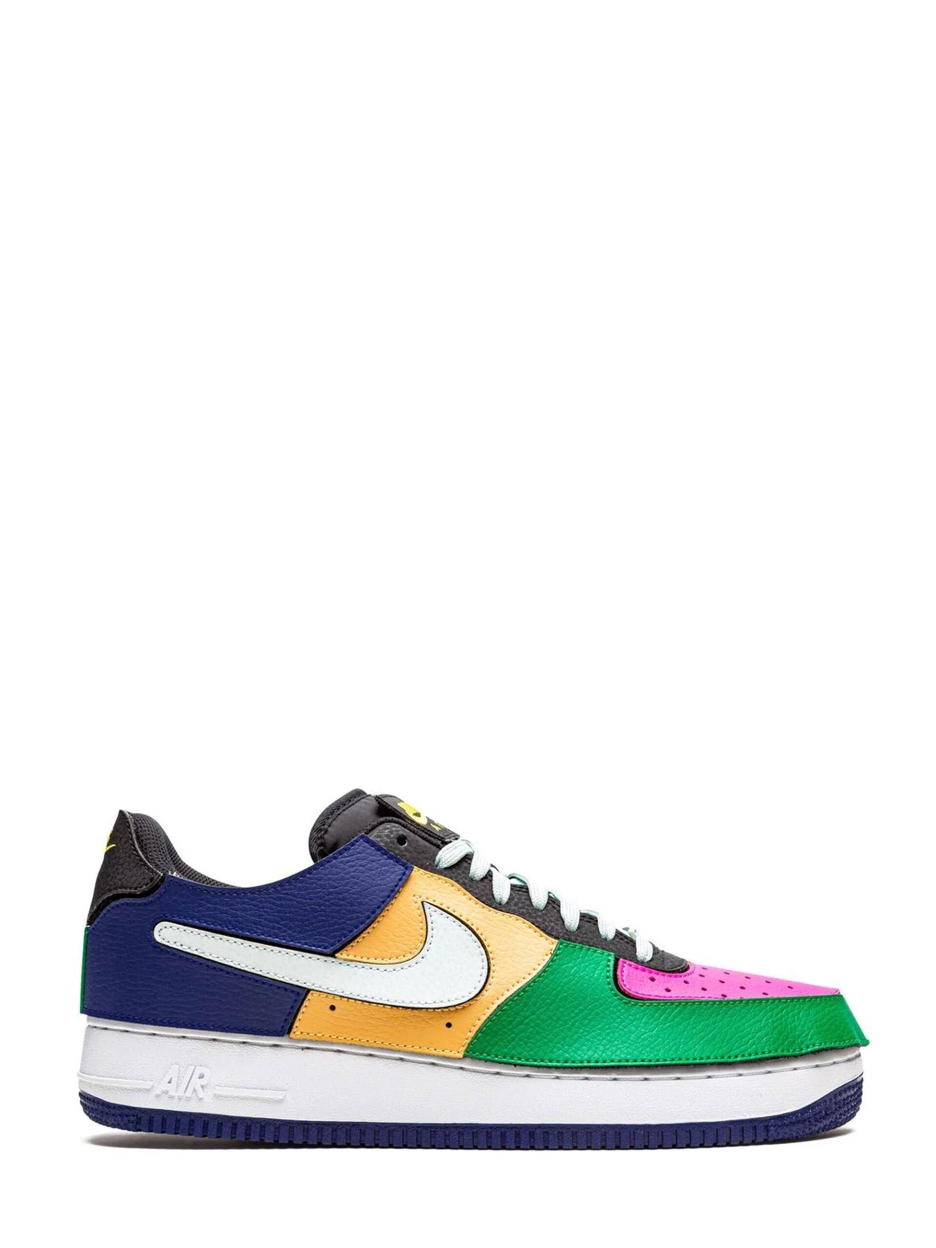 <p class='small-title'>NIKE</p>Nike Air Force 1/1