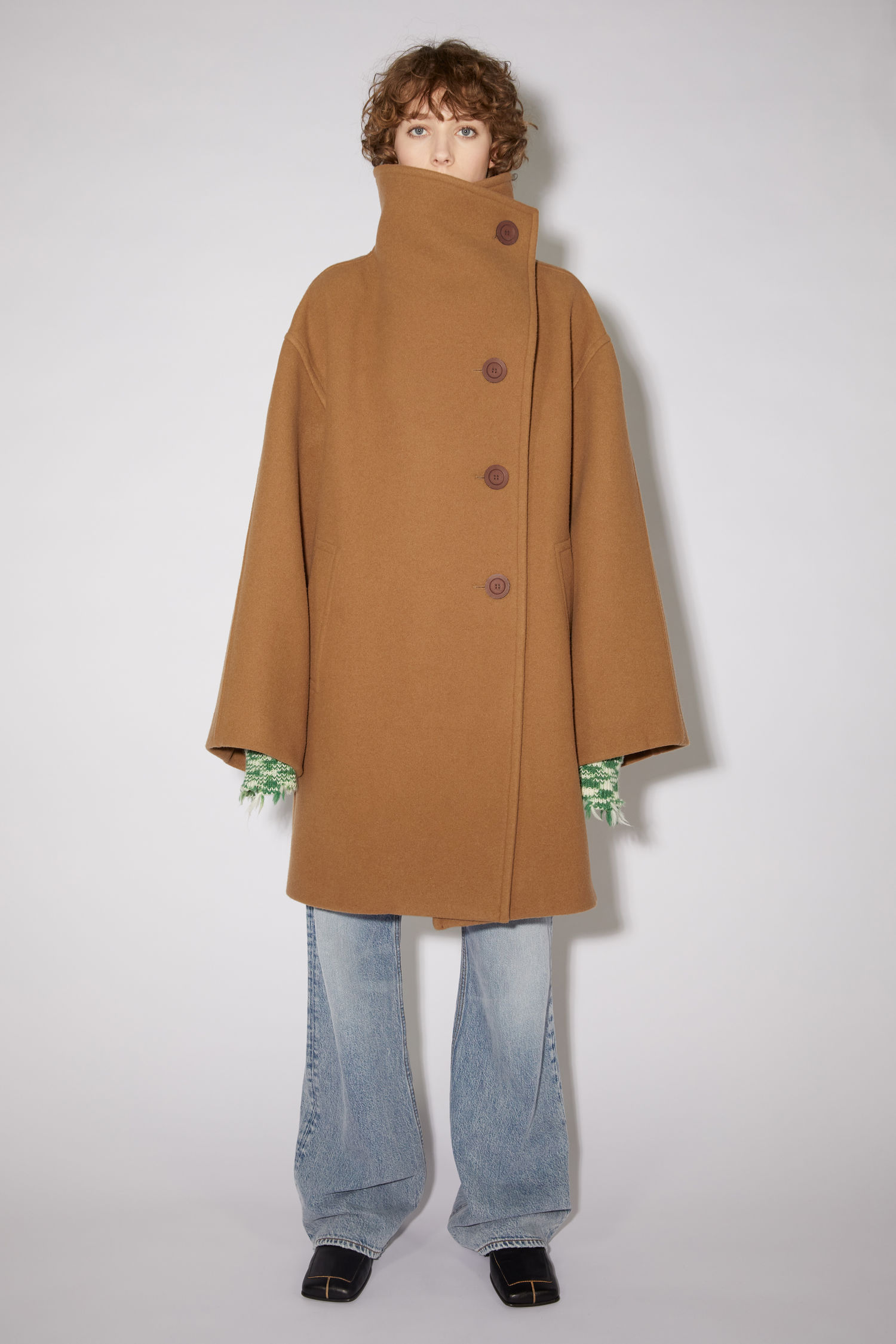 <p class='small-title'>ACNE STUDIOS</p>AVAIABLE IN STORE