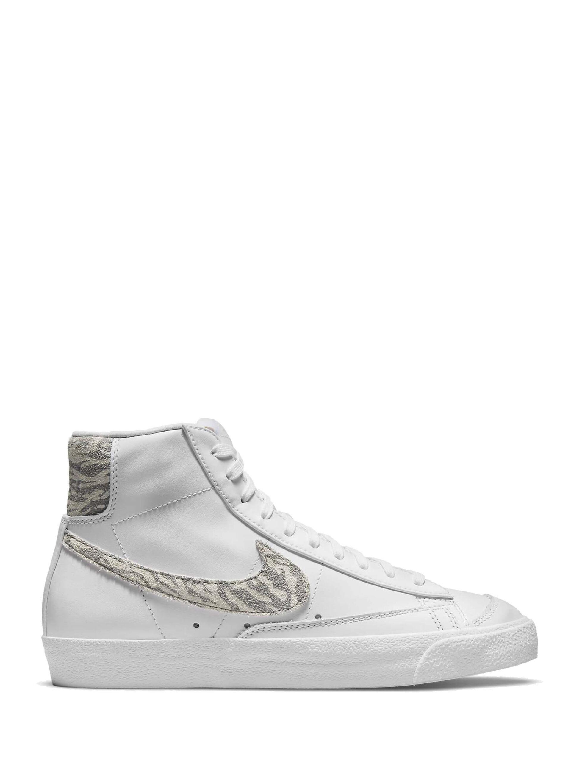 <p class='small-title'>NIKE</p>Nike Blazer Mid '77 SE