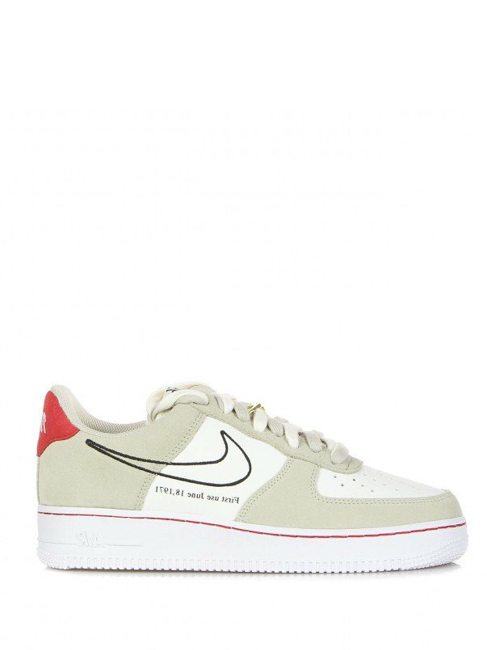 <p class='small-title'>NIKE</p>Air force 1 '07 lv8